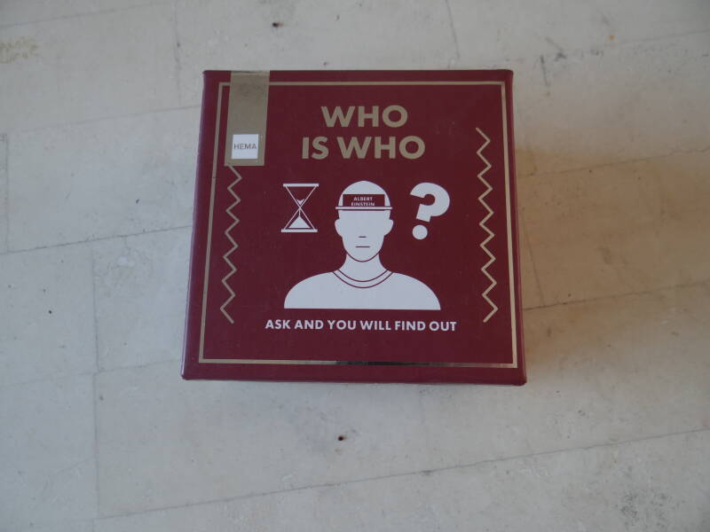 Who is Who   023