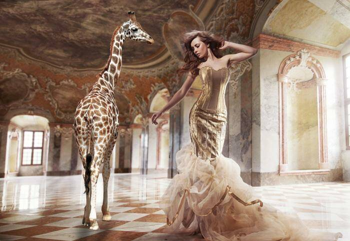 GlasArt the Lady and the Giraffe