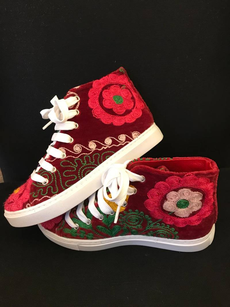 Cheerful red sneaker with floral print