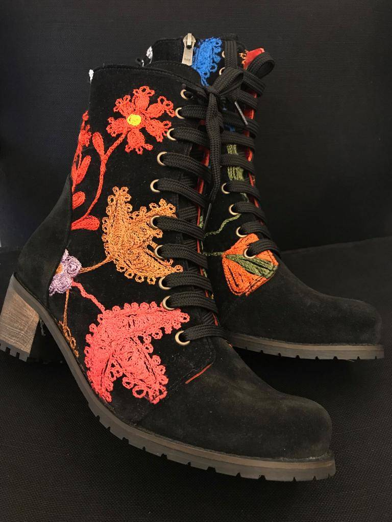 Cheerful black boot with floral print