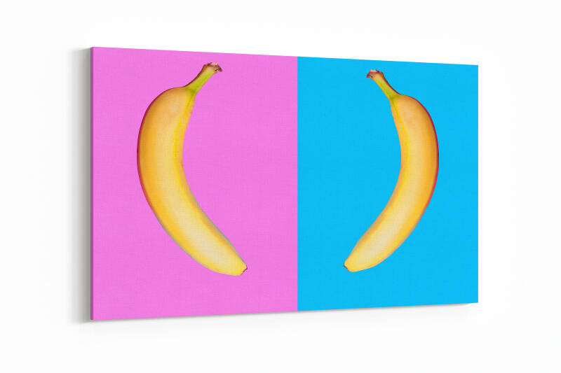 Two bananas facing eatch other