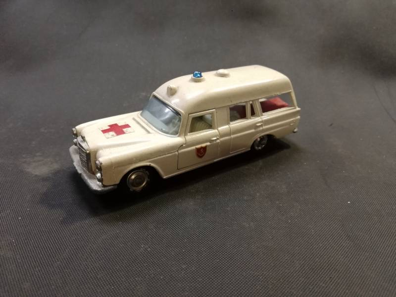 57#58. Mercedes ambulance matchbox diecast model