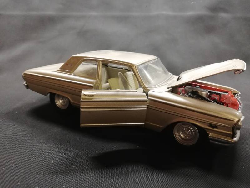 57#84. Ford fairlane 1964 maisto diecast model
