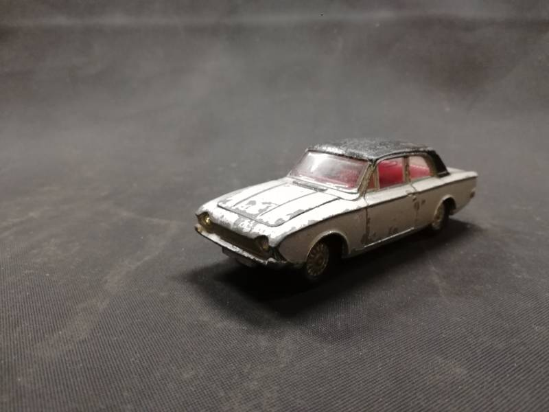 53#148. Ford corsair 2000E dinky toy diecast model