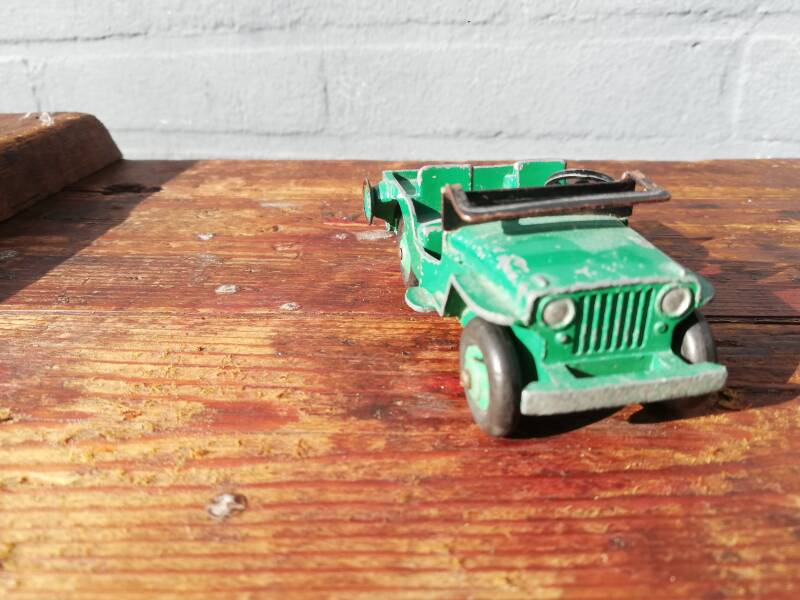 53#526. Model auto Dinky Toys Jeep.