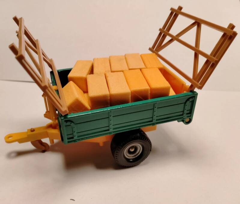 51#887. Britains tipping trailer 9565
