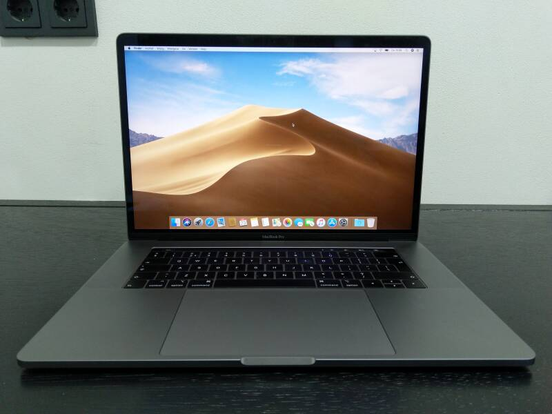 """SU - SMBP15023 - Macbook Pro 15"""" Touch Bar en Touch ID, Slightly Used"""