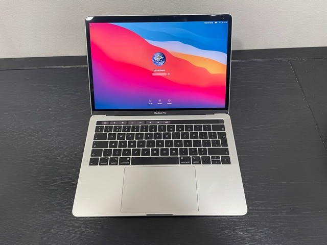 "Macbook Pro 13"" Touch Bar en Touch ID, Slightly Used"