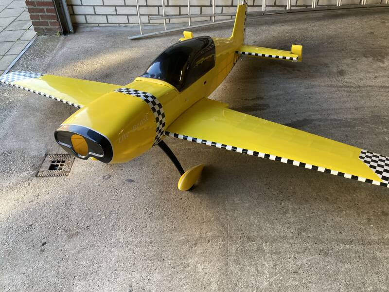 Used Plane  Great Planes Giant Extra 330L 2.650mm Span #210301