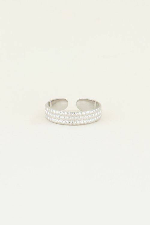 Ring met bolletjes patroon