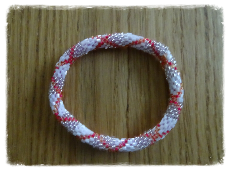 Nepali bead armband: wit-zilver-rood