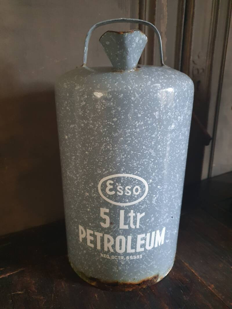 Emaille Petroleum Can