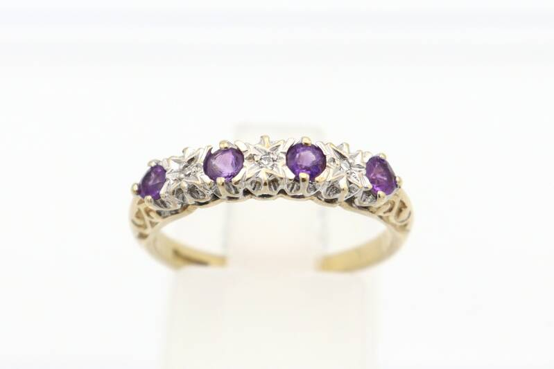 Vintage bi-color ring met amethist en diamanten. Maat: 17. Nr: 2021/252.