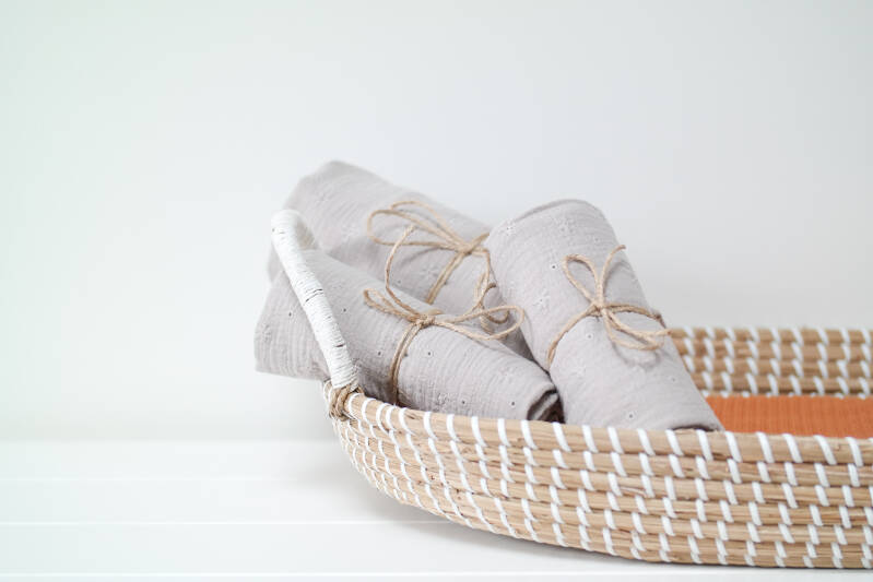 Swaddle Embroidery Sand | M & XL