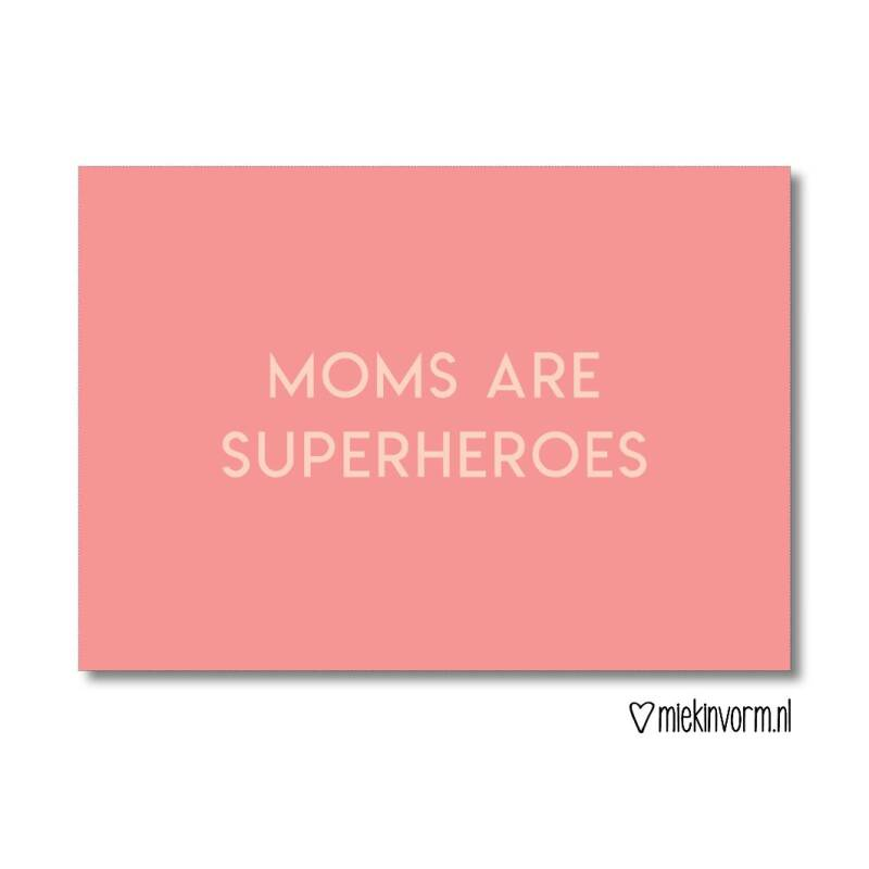 Moms are superheroes | Ansichtkaart MIEKinvorm