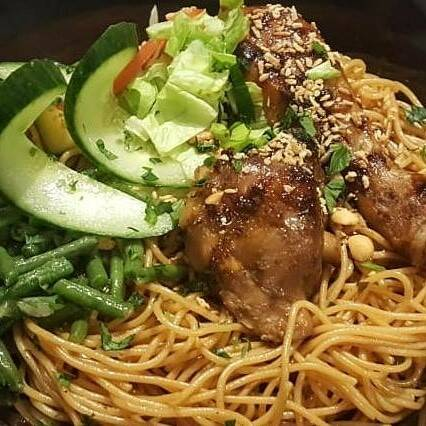Bami noodles with roasted chicken