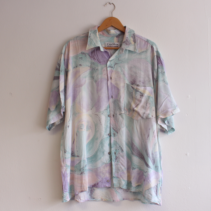 B1. Crazy print shirt - L/XL