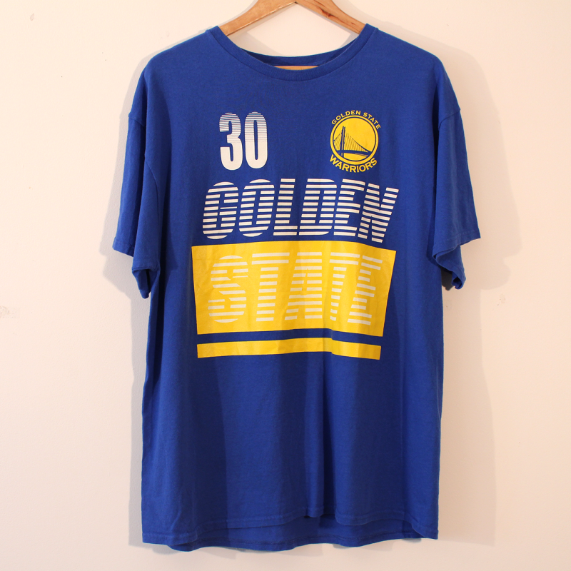 B9. Golden State Warriors t-shirt - size