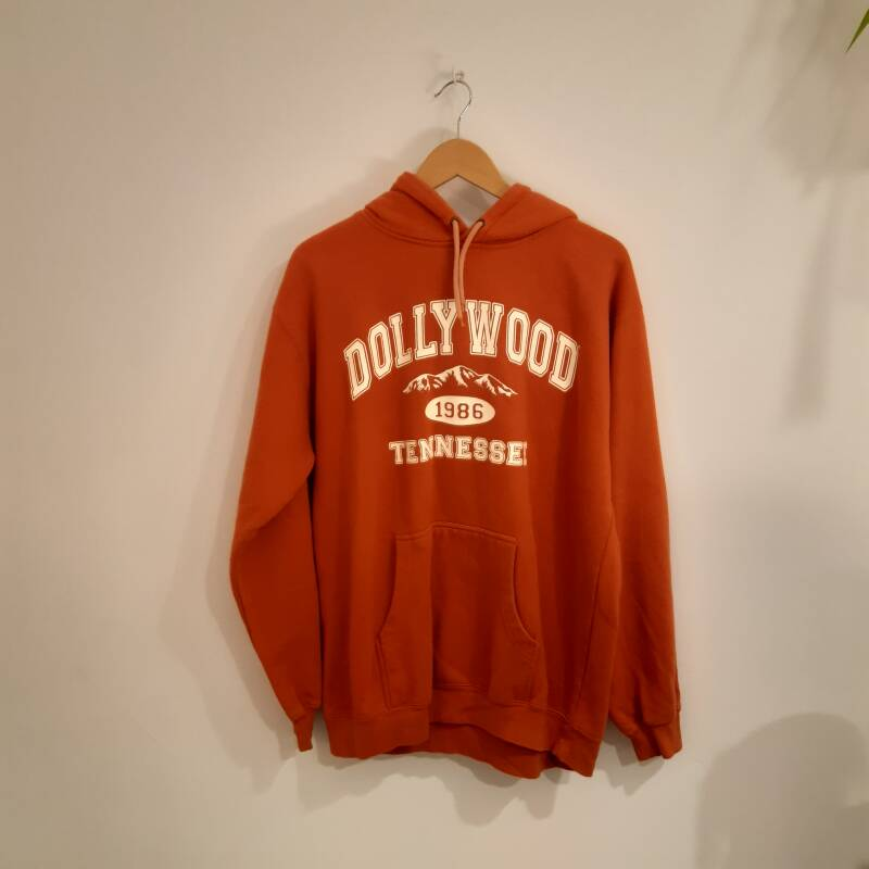 D49. Dollywood hoodie - size M