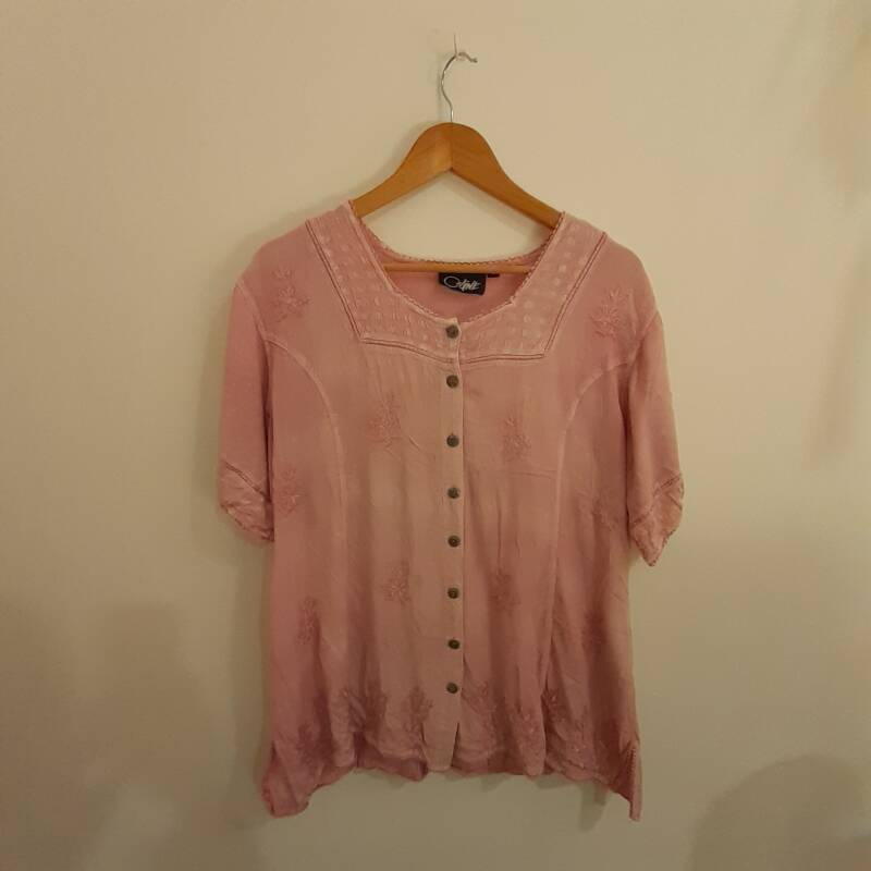 B37. rustic pink ebroidered blouse - size L