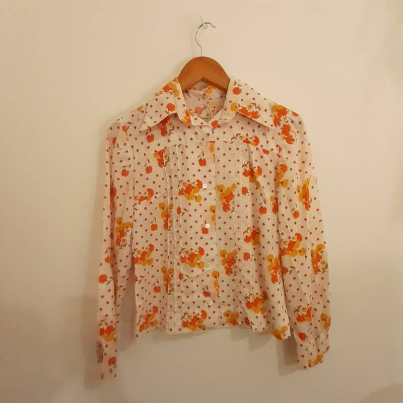 C23. 70's style floral shirt - size S
