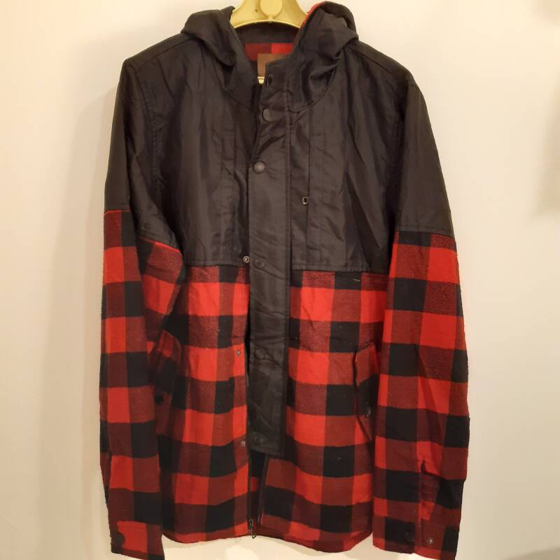 D42. plaided hoodie - size L