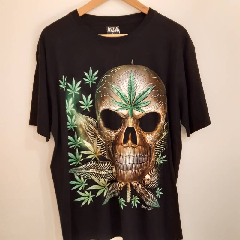 B48. unique Mary Jane t-shirt -  size L