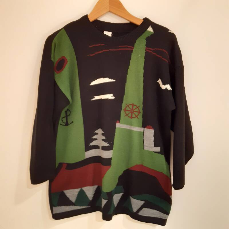 F39. unique homely jumper - size M