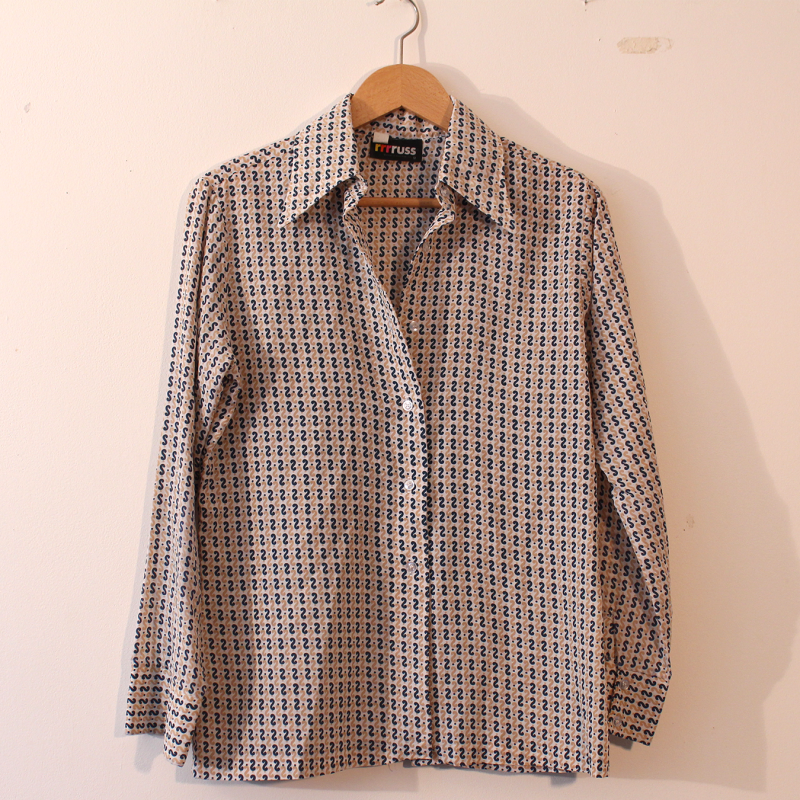 26. 70s blouse with detailed pattern - size M