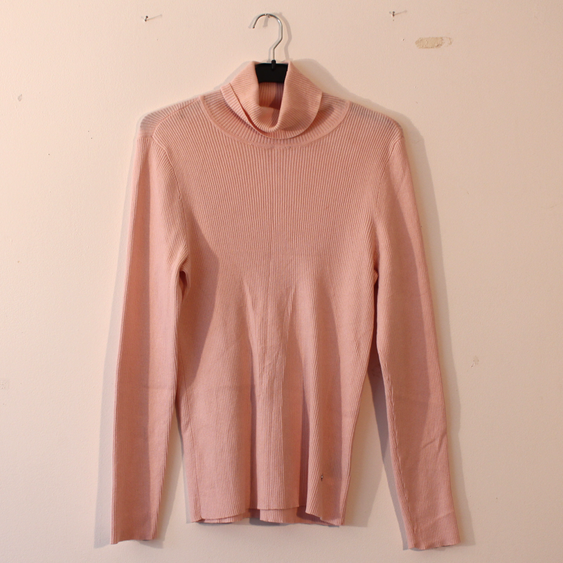 F3. cute pink turtle neck - size L