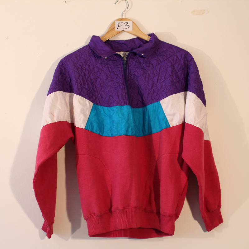 D6. 80's sporty jumper - size M