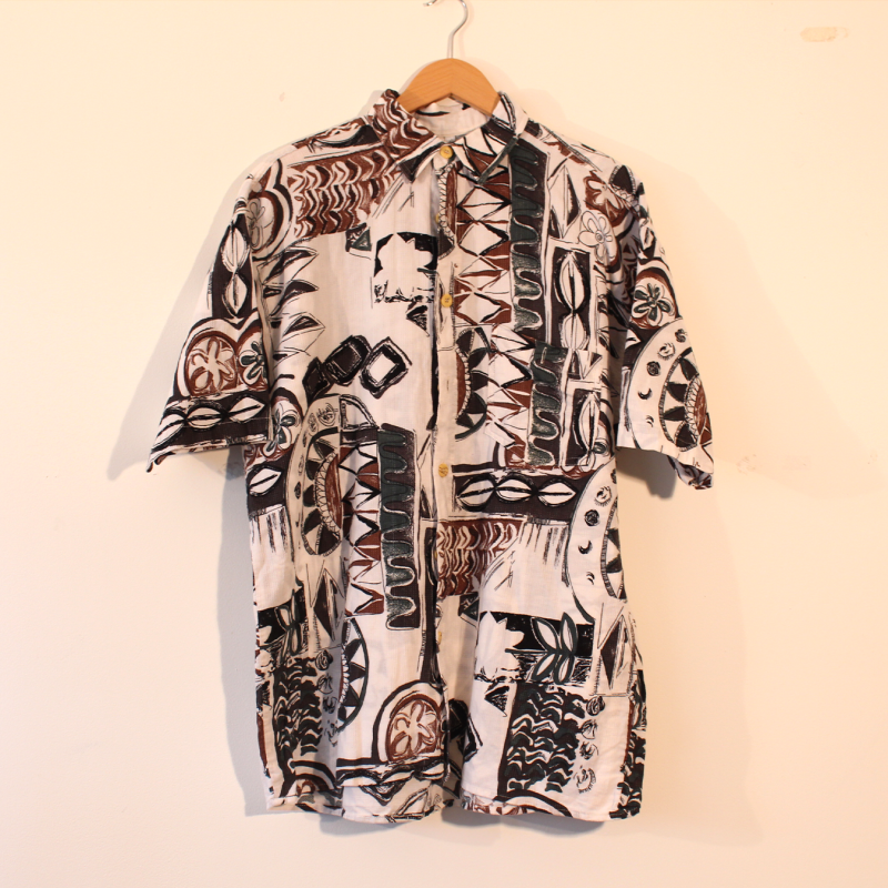 B7. Crazy shirt - size L