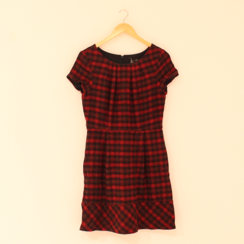A13. double layered scottish look dress - size S
