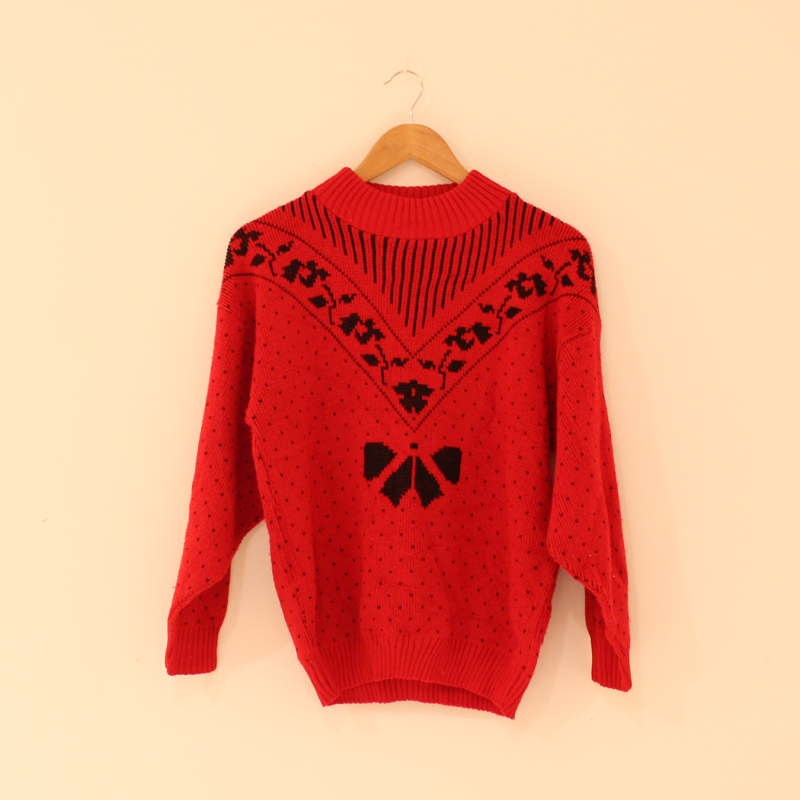 F16. Red knitted jumper - size S/M