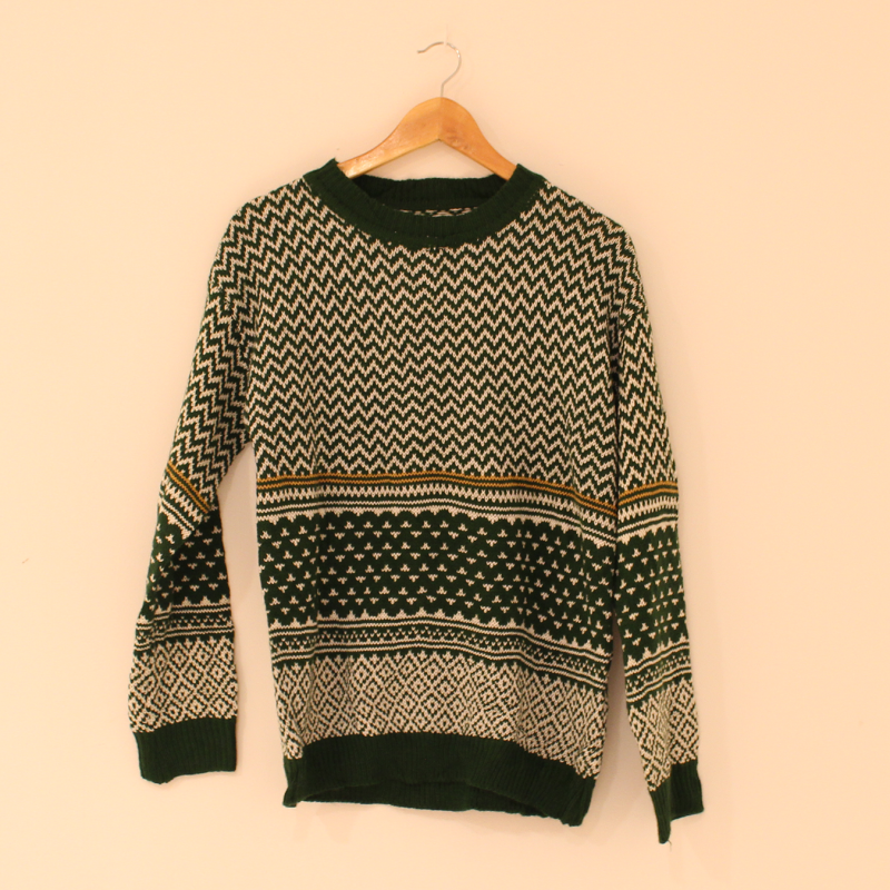 F28. Knitted jumper - size M