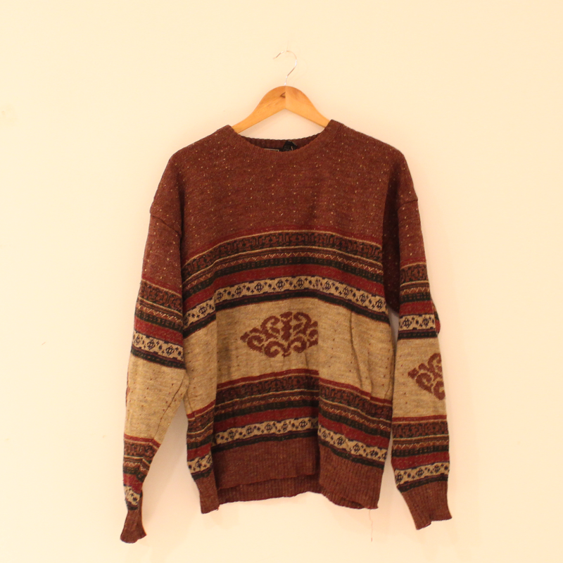 F31. Brown knitted jumper - size XL