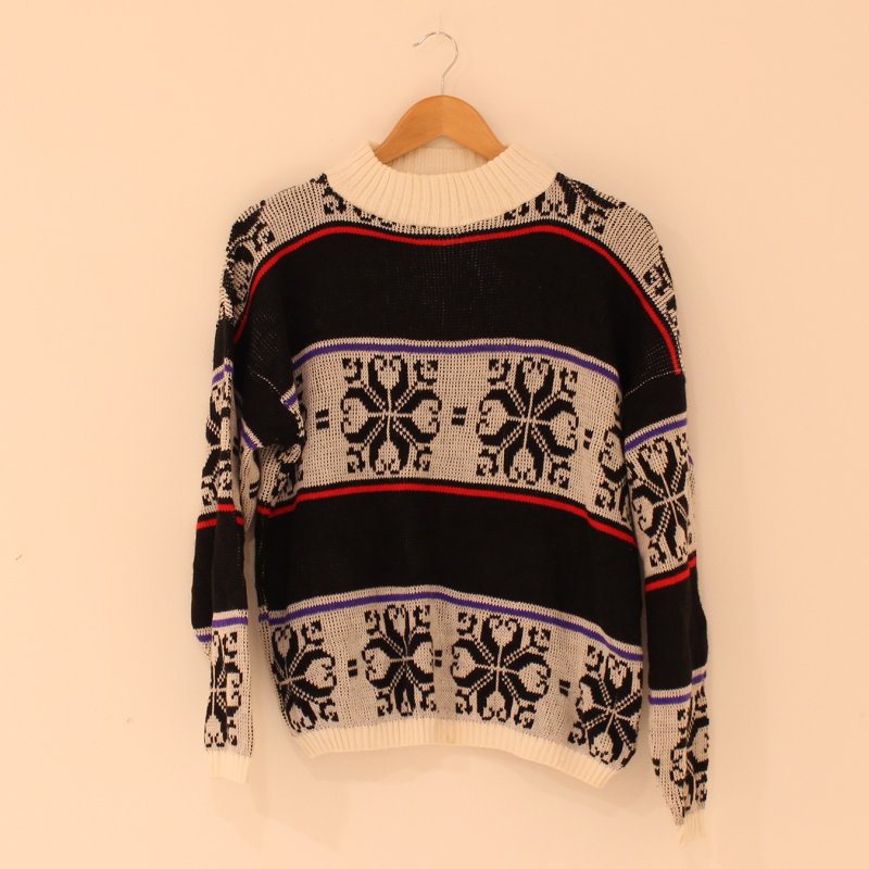 F9. knitted jumper - size L