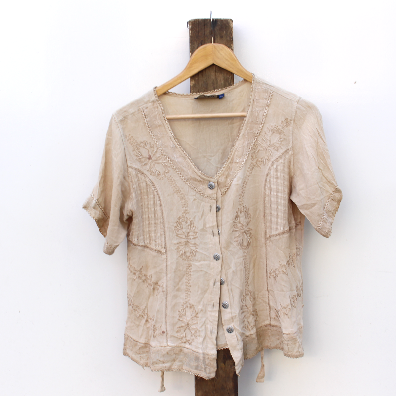embroided button-up blouse - size M