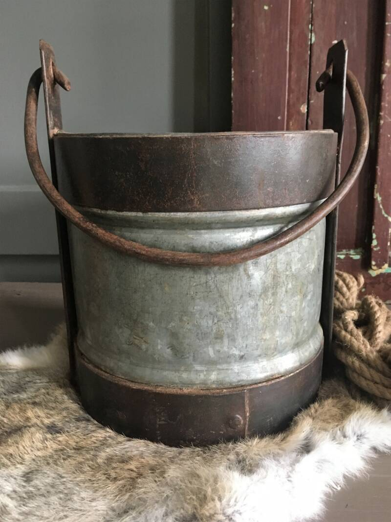 Metalen Iron Bucket