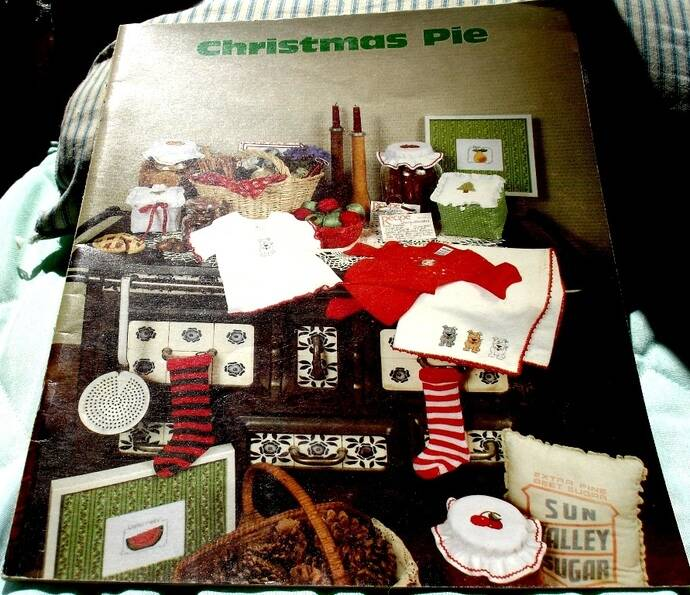 Christmas Pie Cross Stitch Pattern By Vanessa Ann  Collection 1980