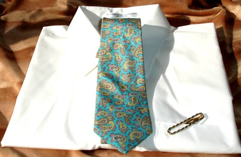 Kenneth Gordon Men's Vintage Tie In Teal With Gold Tan And Pink Paisley