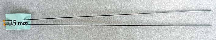 2 Breinaalden 0,5 mm 14 cm lang - 2 Knitting needles 0.5 mm 14 cm long