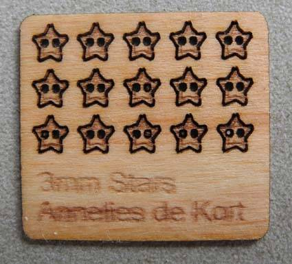 Houten knopen, ster 3 mm. - Wooden buttons, stars 3 mm -