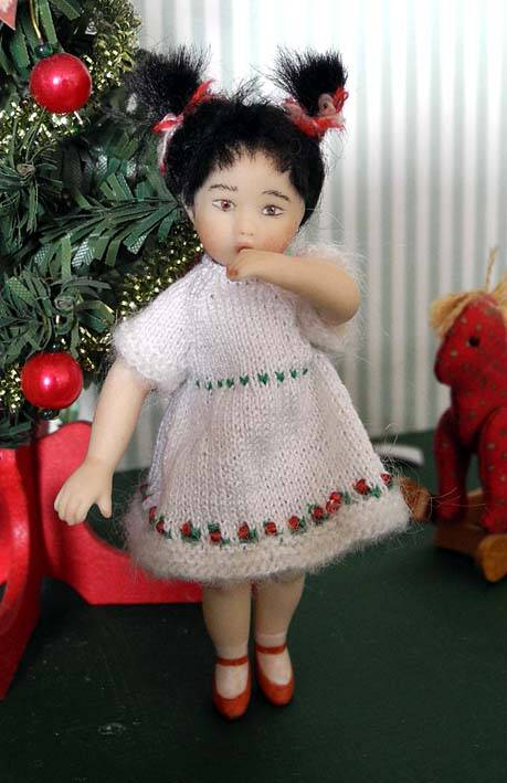Porseleinen popje met jurk - Porzellan doll with dress