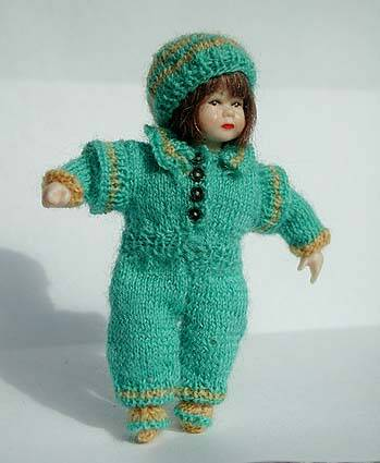 Peuterpak met muts en sloffen - Toddlers suit with hat and slippers -