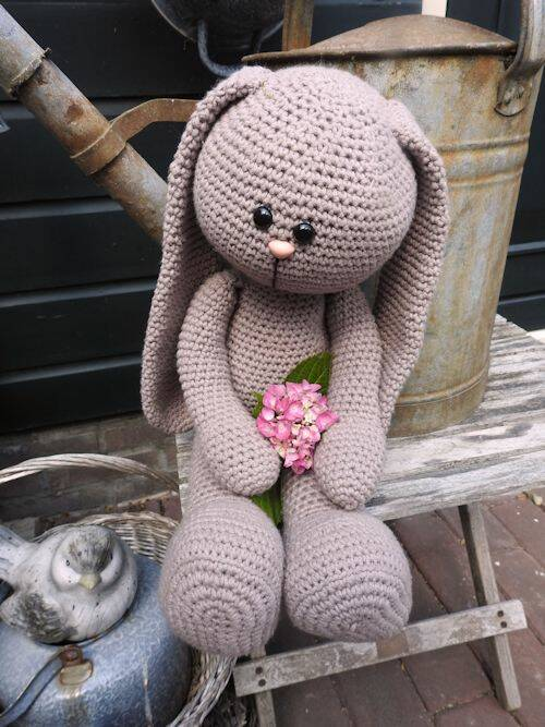 XXL Funny Bunny Basic zittend taupe