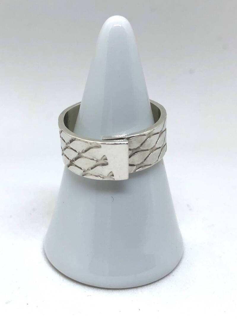 "Silver ring with print of the ""impressions collection"""