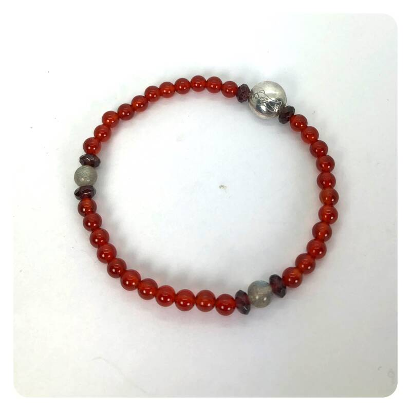 bracelet with carnelian, labradorite and grenade and silver beads