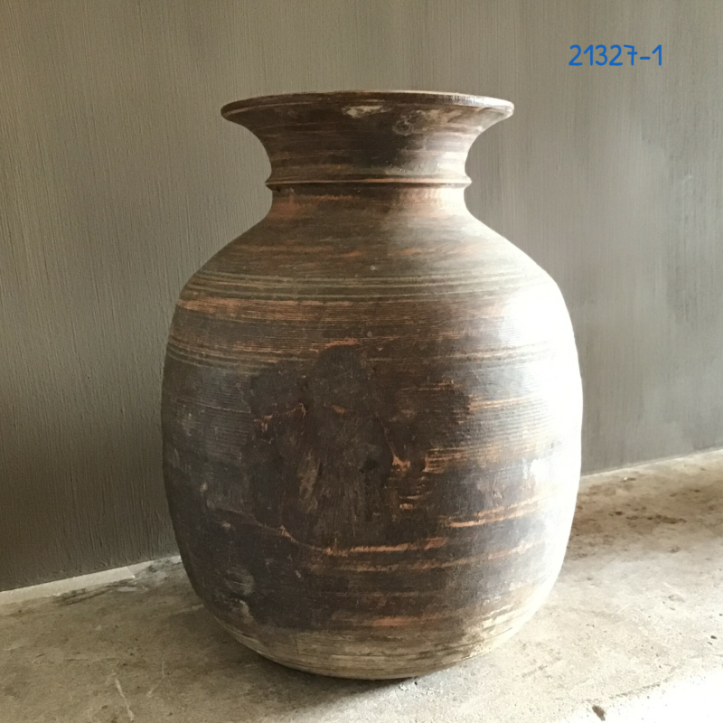 Bolle Nepalese pot (21327)