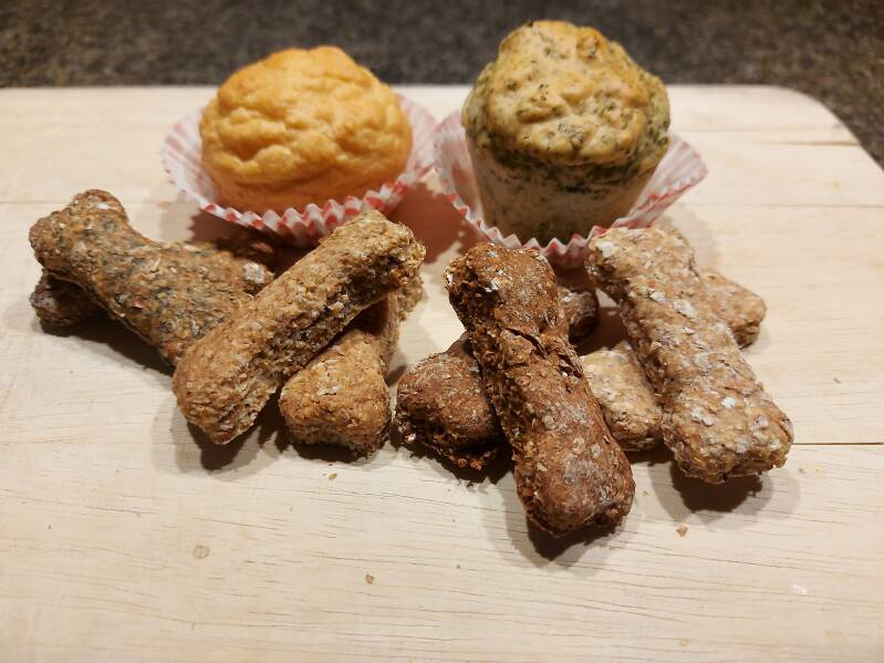Home made hondenkoekjes - home made dog biscuits
